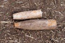 Diese beiden Flak-Granaten wurden auf einem Acker bei Braunsbedra entdeckt.