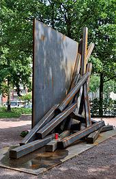 170px-Duisburg,_Loveparade-Mahnmal,_2011-06_CN-03